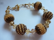 All instructions to make a bracelet with beaded beads
